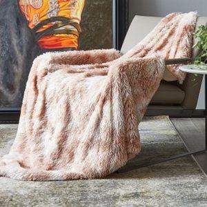 Regal Comfort Blush Tie-Dye Shaggy Throw 50 x 60